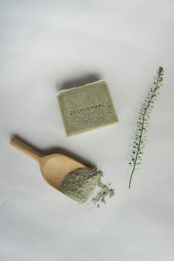 Groene klei en zeep met groene klei / bergamot