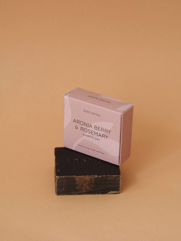 Zeeplokaal haarzeep handgemaakte zeep Aroniabes rozemarijn