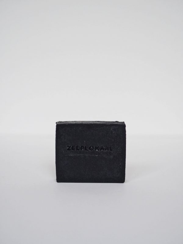 zwarte actieve kool tea tree handgemaakte zeep