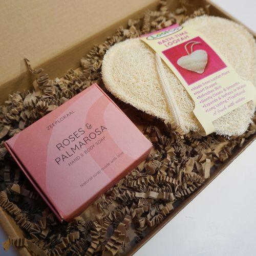 Valentijn zeep cadeauset Rozen en palmarosa en Loofah