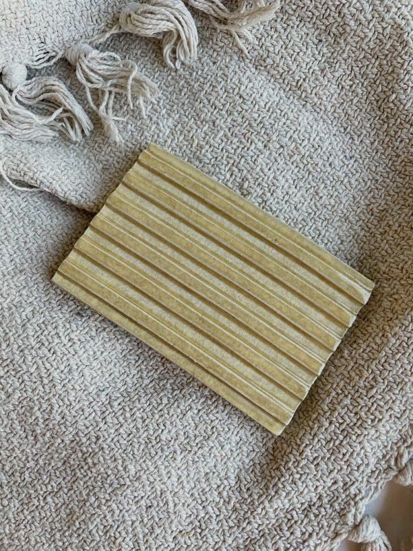 Zeephouder beige keramiek handgemaakt Zeeplokaal